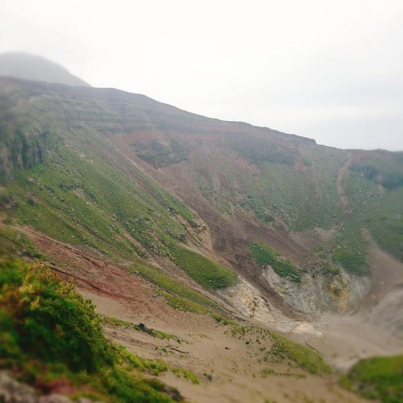 Aussicht in den Schlund des Vulkans im Kirishima-Kinkowan National Park.